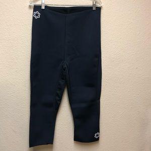 [Zaggora] Black Hot Capri Pants- Size Large